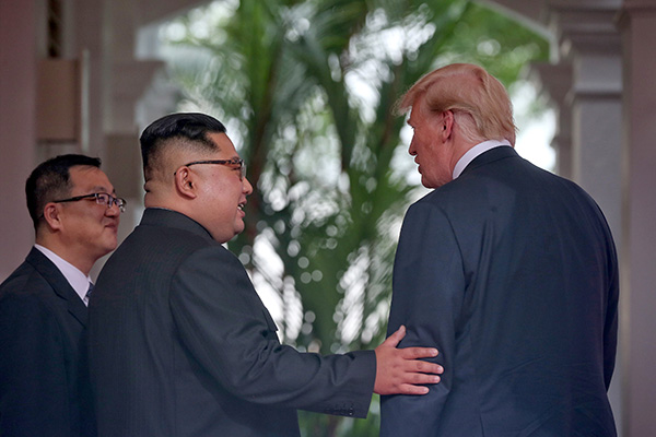 """</div> <p>  美国国防部长马蒂斯当地时间11日称,在新加坡的特金会举行之前,朝鲜军方没有任何不寻常的举动,也没有采取高度戒备状态。</p> <p>  据新加坡《联合早报》报道,马蒂斯回答记者关于朝鲜军队动向的提问时说:""""一切都很平静。""""</p> <p>  他重申,据他所知,美军驻韩部队不会是特金会的讨论课题。美国派驻韩国的部队多达2万8500人。</p> <p>  自今年4月份以来,朝鲜半岛局势迎来重大转机,在此期间,朝鲜没有进行核导试验或大规模军事演习。</p> <p>  有分析认为,朝方此举是为改善朝鲜半岛局势,避免因核导试验或大规模军事演习让外交努力付诸东流。</p> <p>  即使朝鲜军队组织的军事比赛,也减少了""""政治对抗色彩""""。今年5月,朝鲜在前线地区举行人民军坦克兵大赛,但参加人数和装备规模较往年大幅缩水,朝鲜国务委员会委员长金正恩也未公开露面。</p> <p>  朝鲜劳动新闻、朝中社等官方媒体也没有刊发金正恩出席坦克大赛的相关新闻。</p> <p>  韩联社报道称,该比赛是朝军装甲兵部队每年上半年的重要活动之一,去年共有15个部队参加,而今年规模减半。金正恩2016年和2017年连续2年观摩该活动。</p> <p>  在去年的朝鲜坦克大赛中,朝鲜军队现役的""""天马虎""""、T-62、PT-85等坦克参加了比赛。当时金正恩就完善坦克兵部队和各部队的战斗准备作了重要指示。金正恩指出,这个比赛清楚地表明,朝鲜坦克兵已经锻炼成为真正的战斗员,能够驾着""""无敌的铁牛""""在作战区奔驰,自主熟练地完成任何战斗任务。</p>  <div class="""