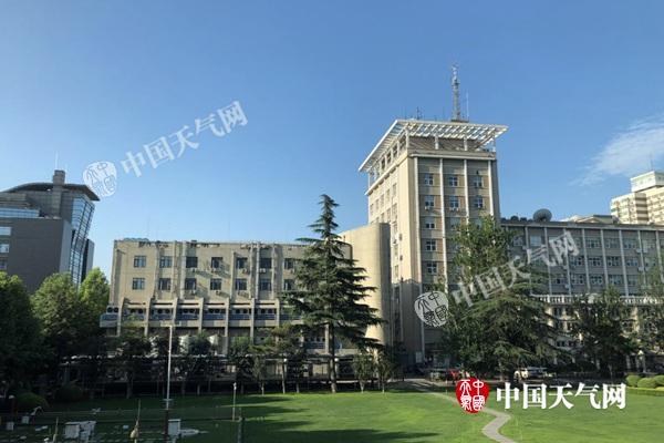 今天早晨,北京阳光明媚,天气晴好。