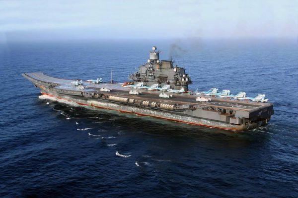 """图为俄海军""""库兹涅佐夫海军元帅""""号航母"""