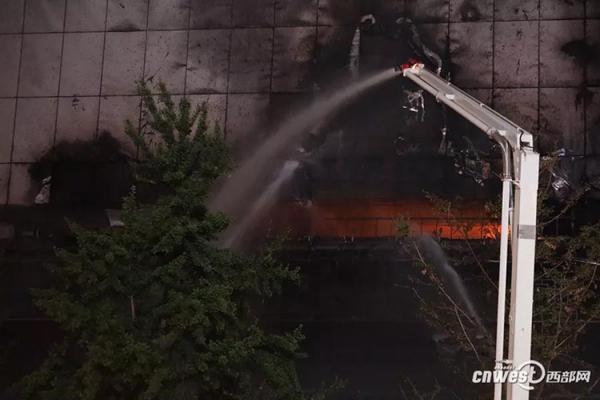 西安一建行支行大楼发生火灾:2人解围,1名男性职员消亡