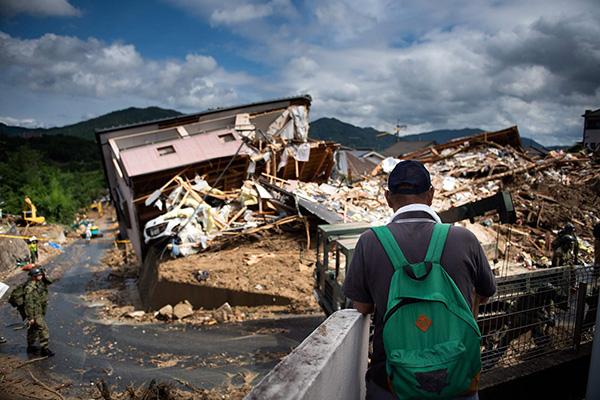 西日本暴雨灾情扩大:已致104人死亡 至少80人失联