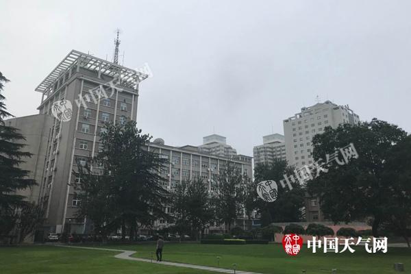 北京周末多降水出门带伞 今天最高温31℃体感闷热