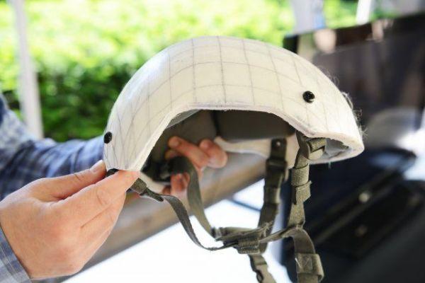 图为美国陆军研发的新型头盔