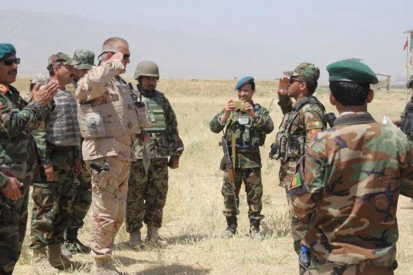 资料图片:美军顾问向阿富汗政府军提供培训。