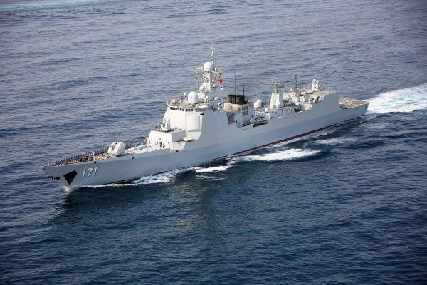 中国首艘055舰出海试航引关注 外媒:该舰已开工8艘