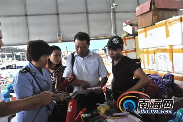 海口一蔬菜批发市场趁台风天哄抬菜价 被顶格处罚