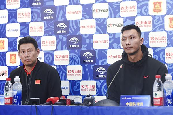 中国男篮大胜叙利亚49分李楠的状态却是:紧绷怒吼摇头