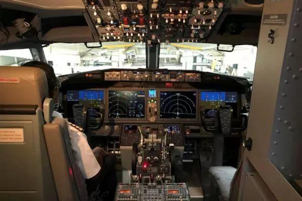 ▲波音737MAX8飛機的駕駛艙(路透社)