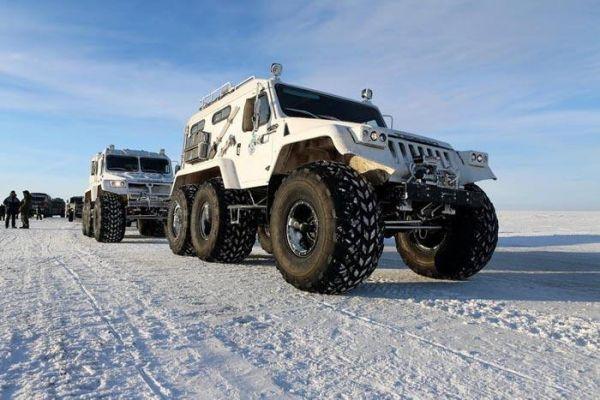 圖爲在北極部署的俄軍車輛