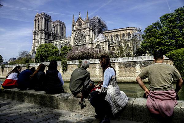 失火後的巴黎聖母院 東方IC 圖