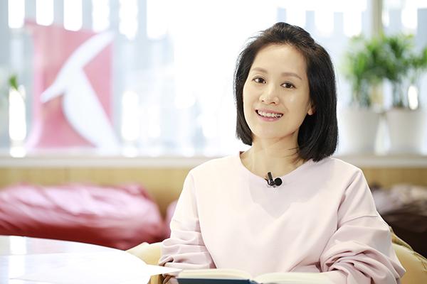 """一年花上万元买书的主持人何婕,分享了她的""""私人书单"""""""