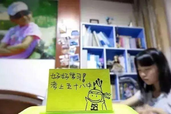 """""""这是我的女儿,6月,她即将参加中考。""""(图源:青岛日报)"""