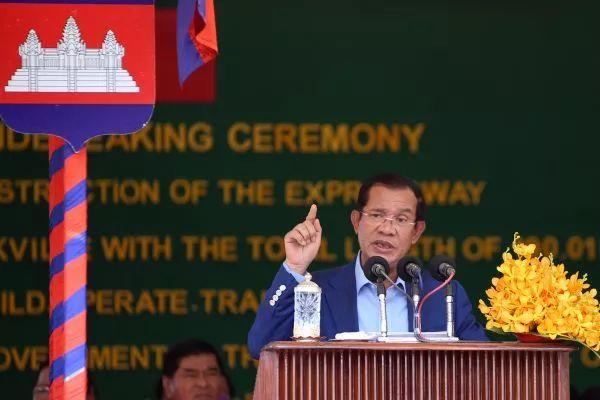 ▲资料图片:3月22日,柬埔寨首相洪森在金港高速开工仪式上致辞。(新华社)