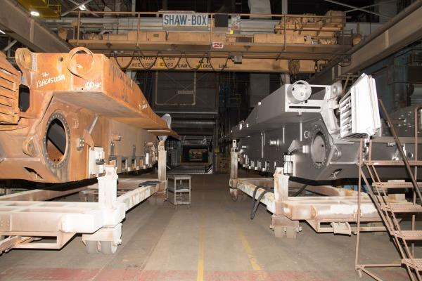 美军最先进M1A2C坦克制造车间曝光 车体锈迹斑斑