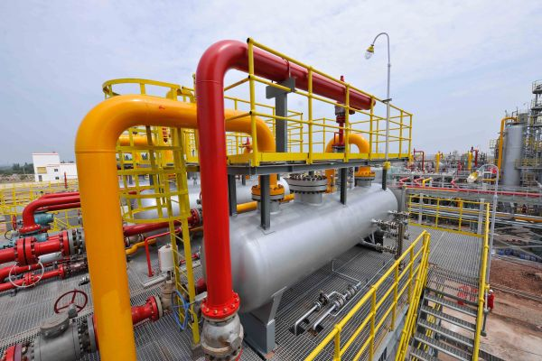 材料图片:四川遂宁中石油安岳气田一组自然气污染安装。(新华社)
