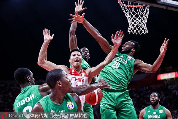 易建联在中国男篮独木难支。