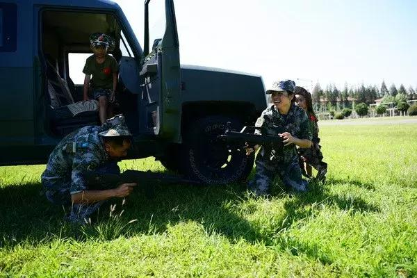 现役特种兵福利又来了,暖心行动更灵活,军属荣光很实在