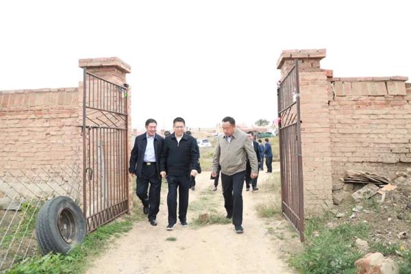内蒙古自治区检察院检察长李琪林赴察右中旗调研指导扶贫工作