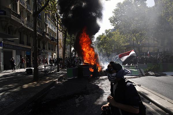 本地工夫2019年9月21日,法国巴黎,天气游止现场呈现了较严峻的暴力举动。IC 图
