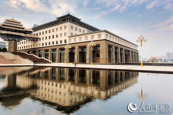 如今许多公共图书馆已经成为城市地标,图为桂林图书馆临桂新馆