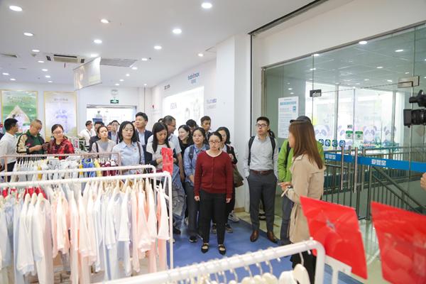 上市公司调研活动走进爱婴室 中国母婴零售第一股