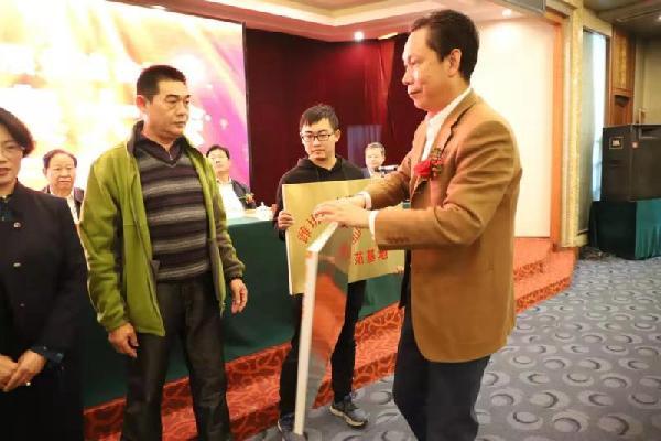 潍坊经济发展促进会举行会员大会<BR>选举出新一届会长、执行会长、秘书长等领导