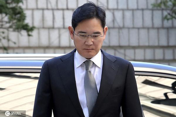 行贿案被判发回重审 韩国三星太子李在镕再次出庭受审