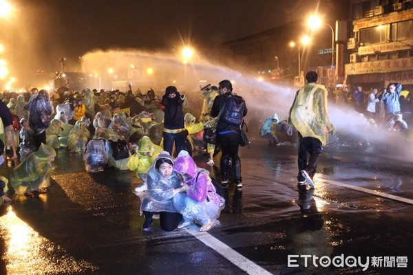 网上刷水·刘永好:民营企业是改革开放的推动者和受益者