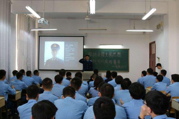一节特别的思政课:戎学社退役复学军人激励航院学子