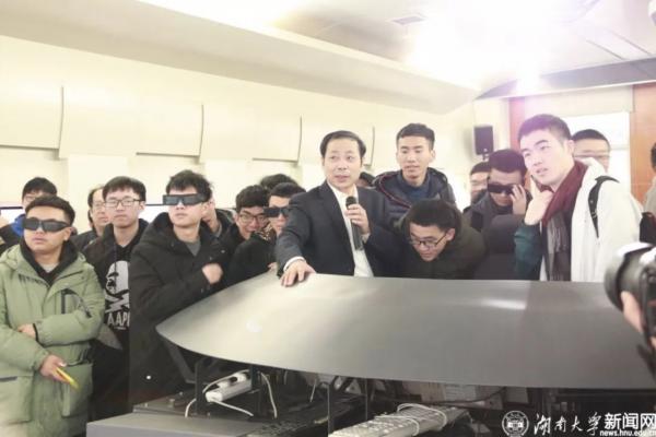 丁荣军院士获2019年度何梁何利奖