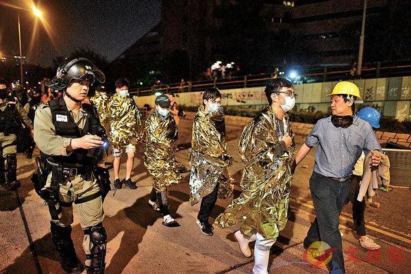 香港昨213人被控暴动罪提堂 修例