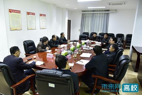 湖北民族大学召开党委班子成员对照党章党规找差距专题会议