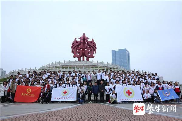 """世界艾滋病日,百名志愿者""""为艾而跑"""""""