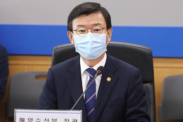 韩国海洋水产部长官文成赫(韩联社)