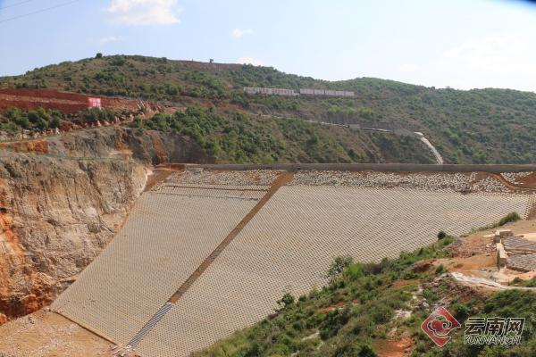 云南省文山德厚水库导流洞封堵下闸 系文山州第一件大型水利工程