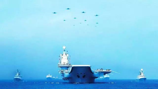 4月12日上午,中国水师在南海海疆盛大举办海上阅兵。