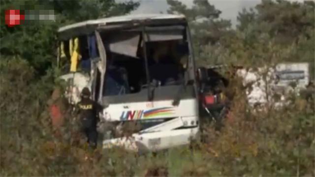 突发!24名中国公民在加拿大遇车祸 四人伤势较重