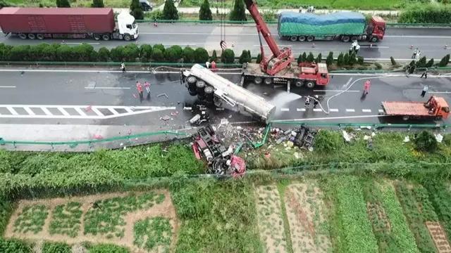 京港澳衡东段车祸致18人死亡 交通运输部紧急部署应急处置工作