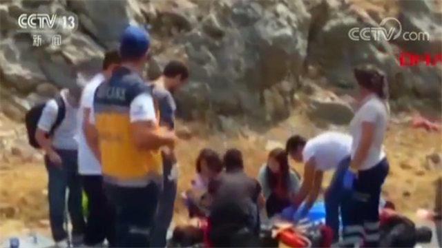 一女游客重伤!土耳其一辆载有31名中国游客的大巴发生车祸