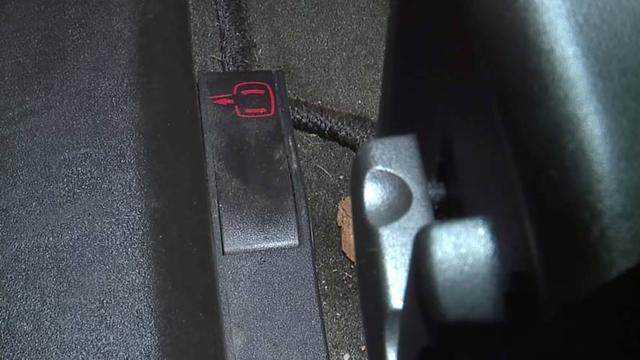 车门打不开 美车主被困凯迪拉克XLR内长达14小时