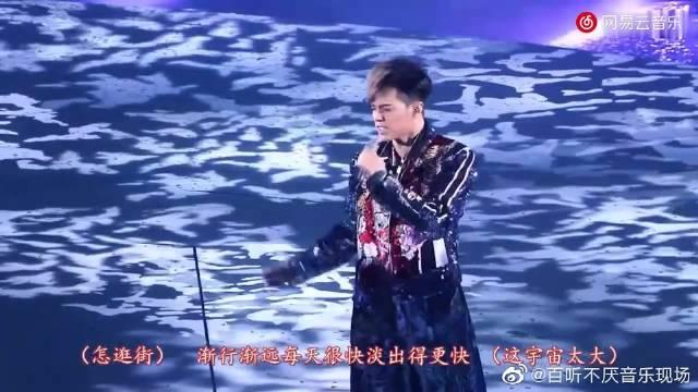 张敬轩的断气三部曲,现场敢唱《不吐不快》也是够胆大的