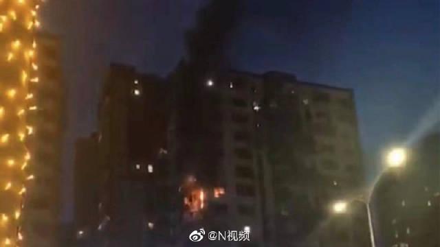 珠海拱北一小区发生火灾,现场出现爆炸声!火已扑灭,正在调查