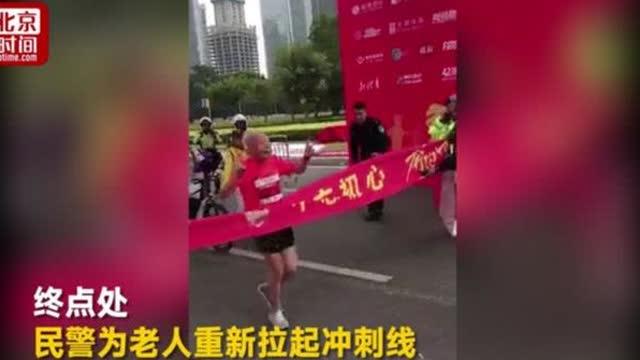 之前的深圳马拉松,80岁的陈国胜老人跑到30多公里时
