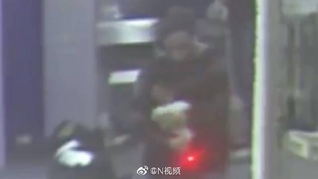菲律宾机场一,涉嫌绑架儿童罪被捕