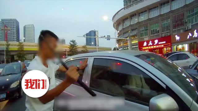 男子痫症发作驾车晕倒停在路中