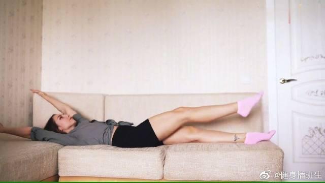如何消除腹部和得到一个新闻发布会在一瞬间躺在沙发上如果你真的想要
