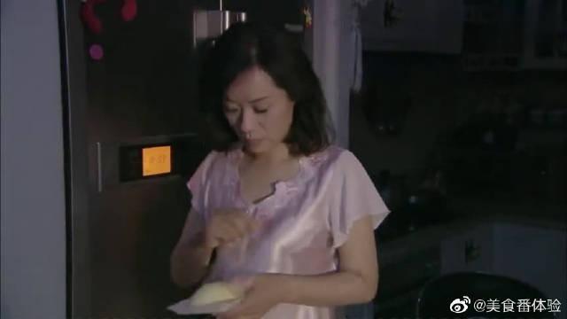 妻子大半夜把榴莲拿到房间吃,老公被吓坏了!