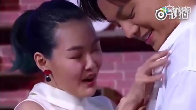 陈伟霆把粉丝纹在身上