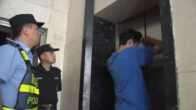 大楼突然停电,4人被困电梯20分钟