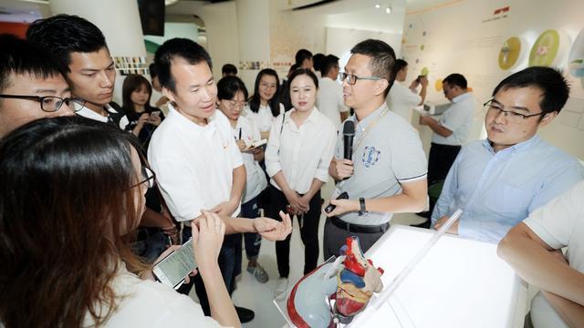 网络人士考察苏州工业园 探访生物医药产业创新发展之路